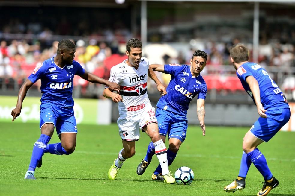 Hernanes decidiu a partida para o São Paulo  (Foto: Marcos Ribolli)