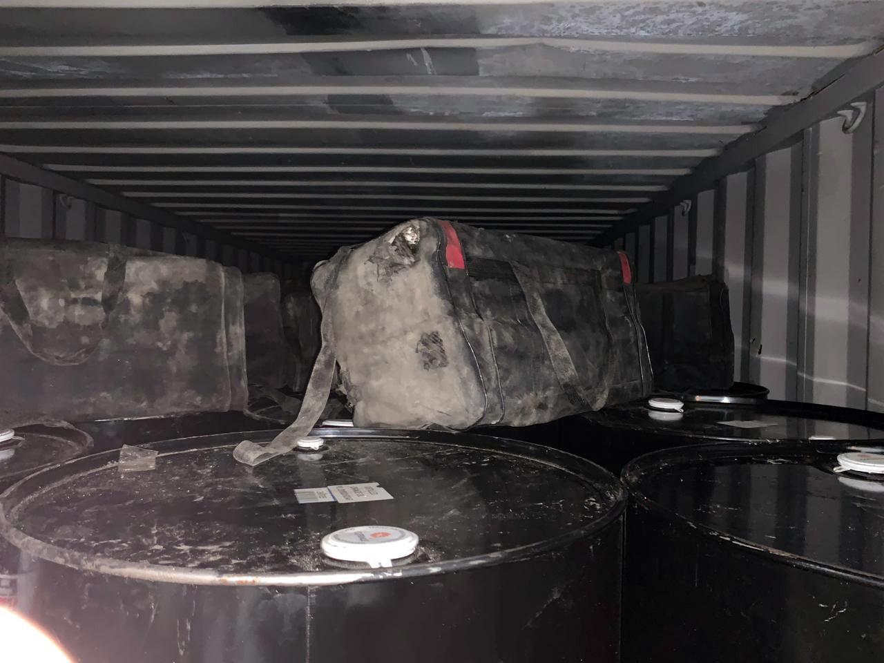 Mais de 700 kg de cocaína são apreendidos em contêineres no Porto de Santos, SP - Notícias - Plantão Diário