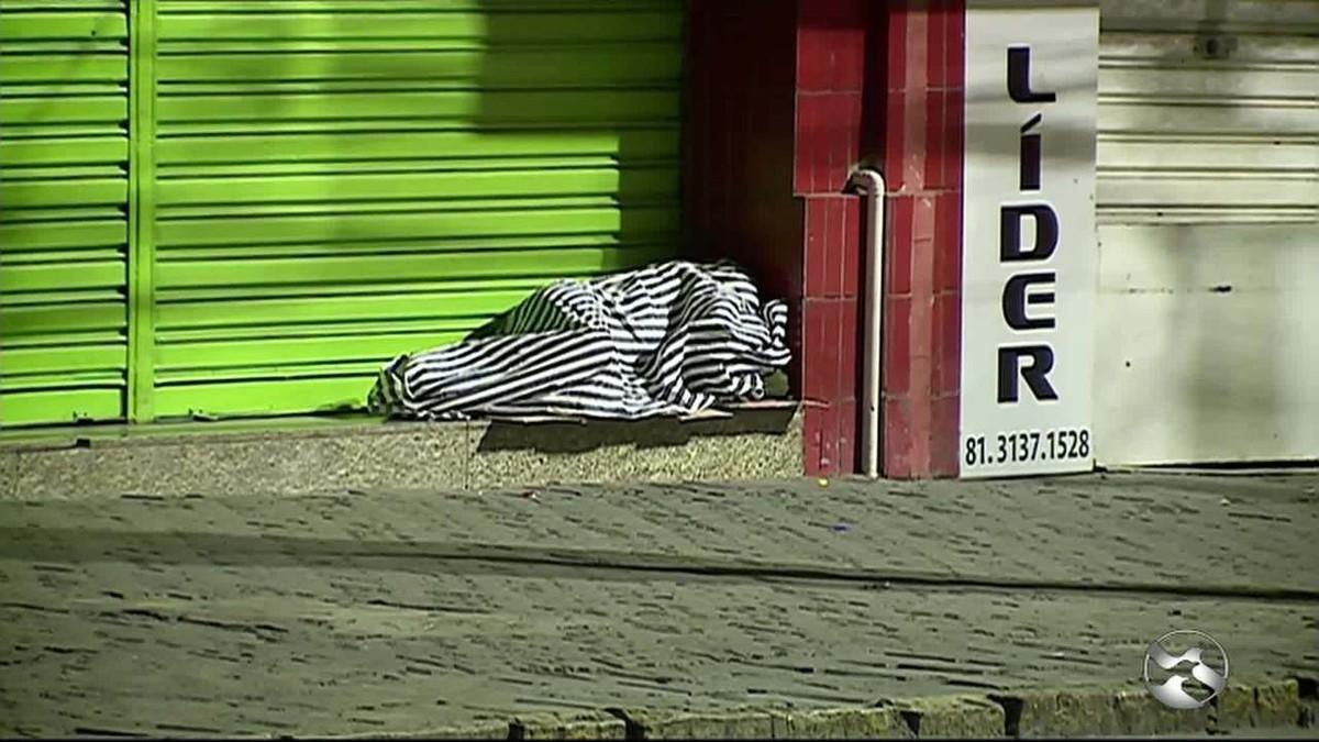 Moradores de rua sofrem com falta de vagas em abrigo de Caruaru