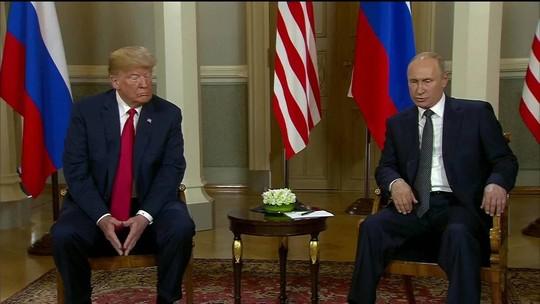 Donald Trump e Vladimir Putin encerram reunião na Finlândia