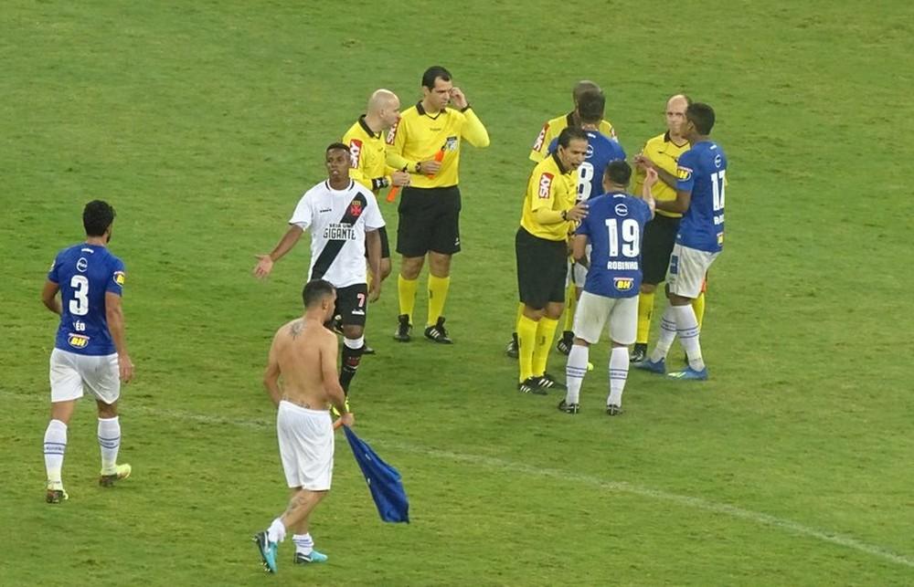 Cruzeiro prepara 3ª reclamação contra arbitragem do Brasileirão 079e34f368900