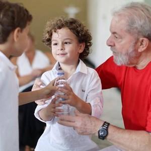 Neto do ex-presidente Lula tinha apenas 7 anos (Foto: Reprodução Facebook)