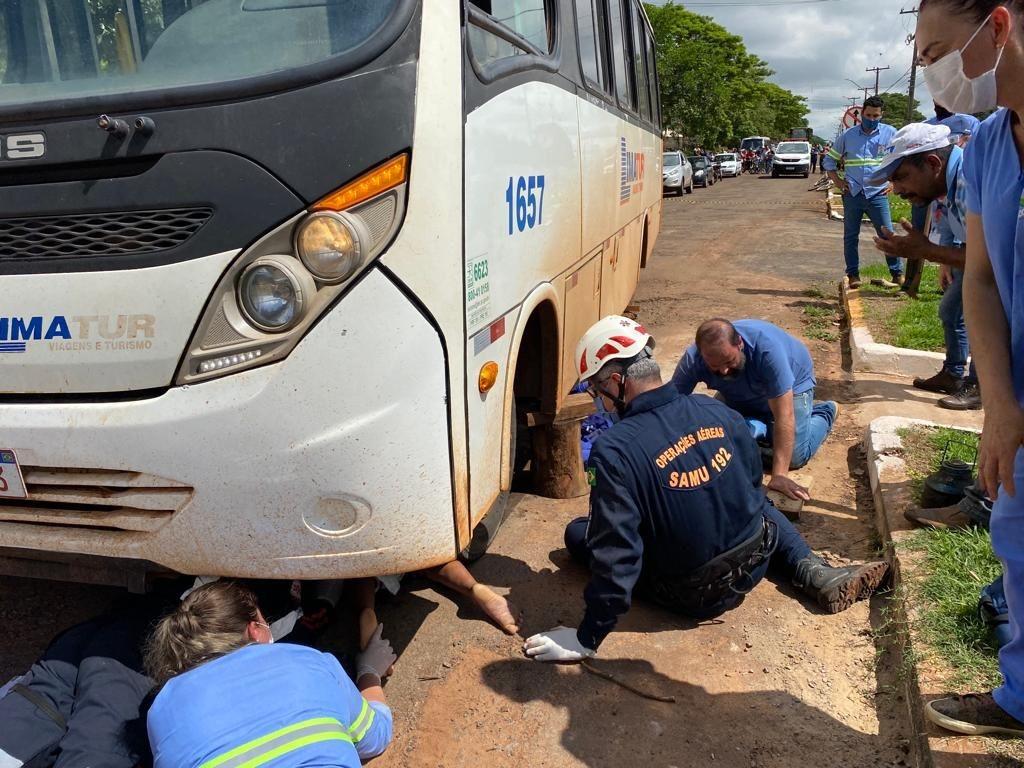 Criança é atropelada por micro-ônibus ao atravessar avenida de Guaporema