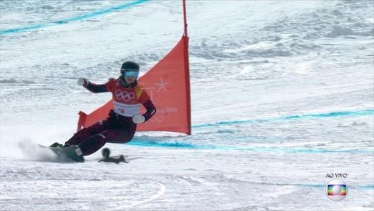 Esquilo atravessa pista e quase é atropelado no snowboard