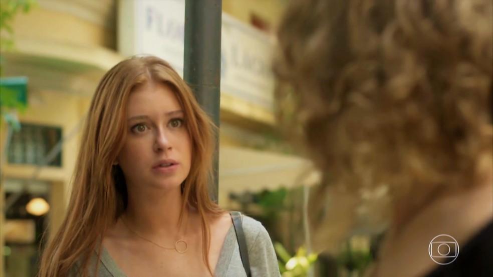 Eliza (Marina Ruy Barbosa) fica surpresa ao ver Sofia (Priscila Steinman) e entra na mira da irmã — Foto: TV Globo