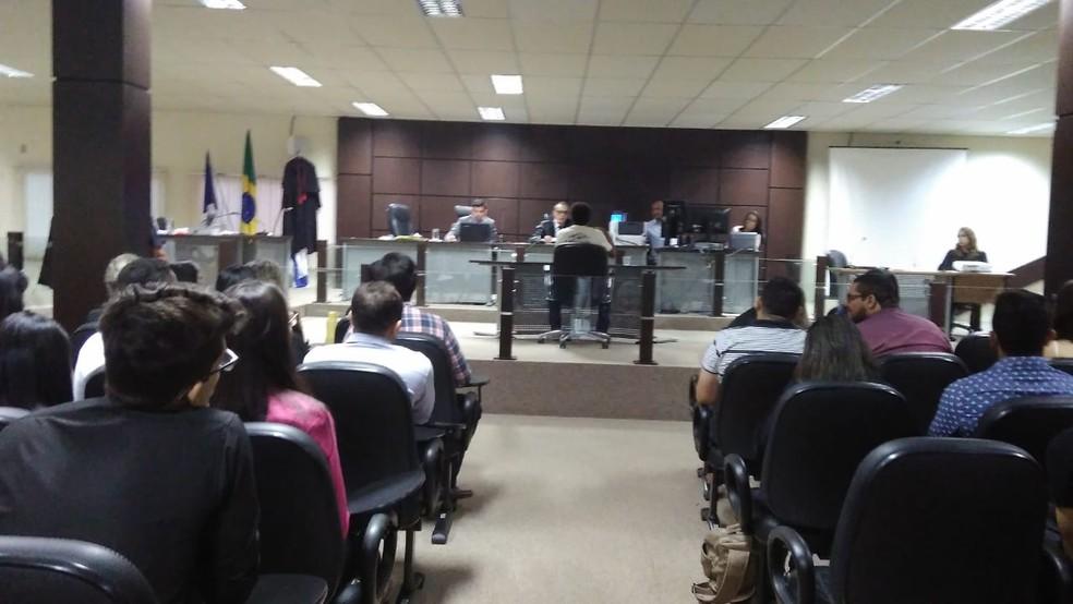Julgamento está sendo realizado no Fórum de Palmas — Foto: Karol Santiago/TV Anhanguera