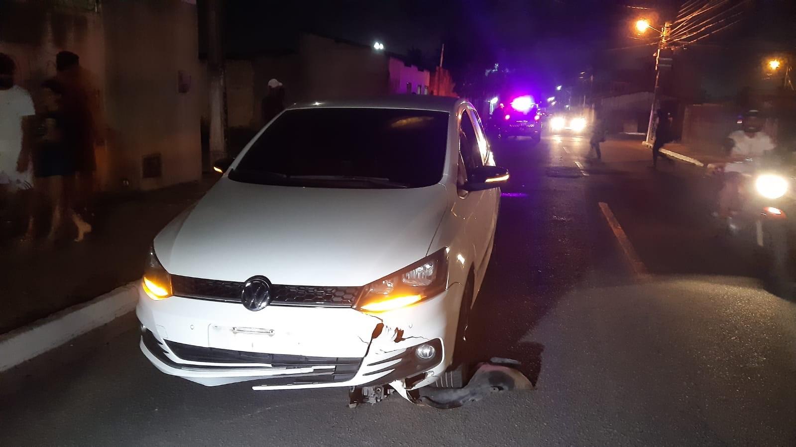 Ciclista cai, é atropelado e fica preso embaixo de carro em Natal