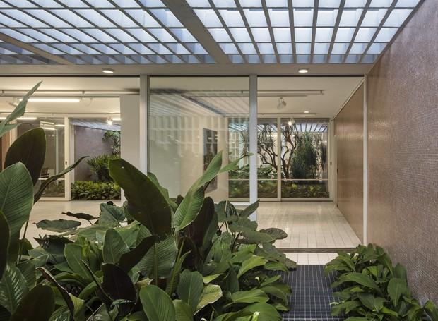 Construída em 1958, a Casa Castor Delgado Perez,  foi projetada por Rino Levi, Luiz Carvalho Franco e Roberto Cerqueira César (Foto: rino levi   data)
