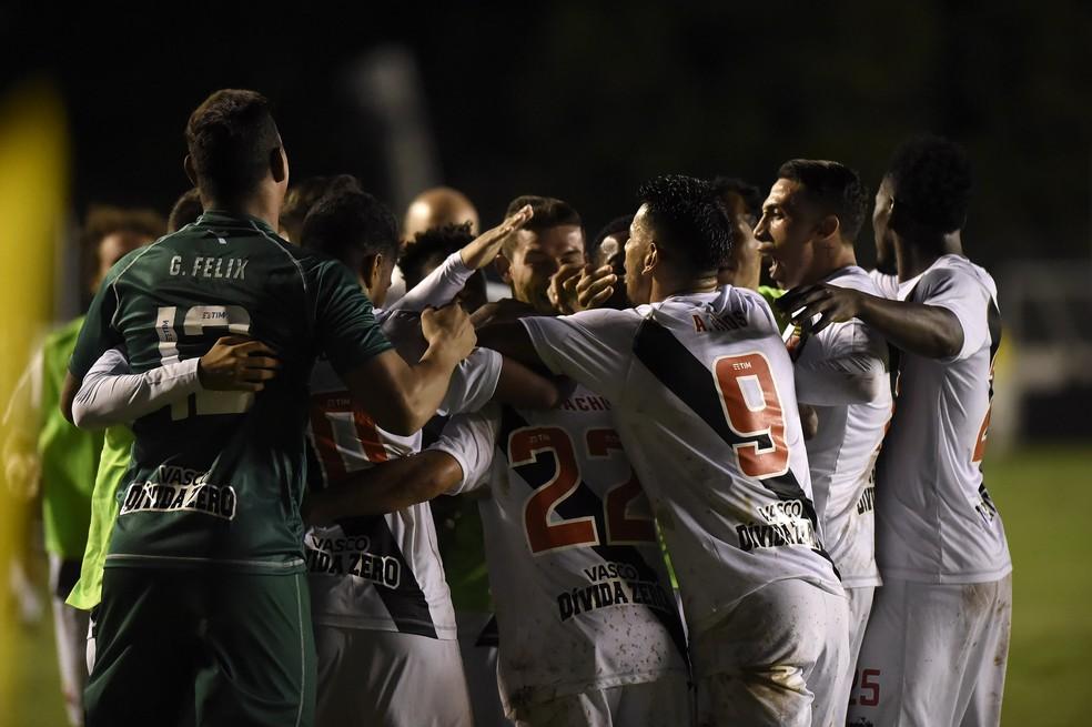 Jogadores do Vasco comemoram virada sobre o Atlético-MG (Foto: André Durão/GloboEsporte.com)