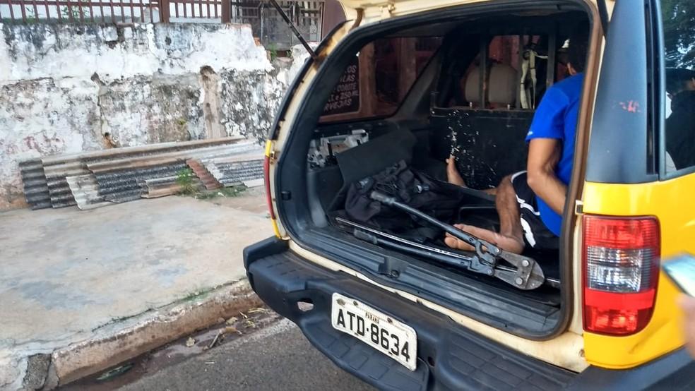 Operação tem como objetivo apreender drogas, armas e prender pessoas com mandado de prisão em aberto, em Londrina — Foto: Victor Hugo Bittencourt/RPC