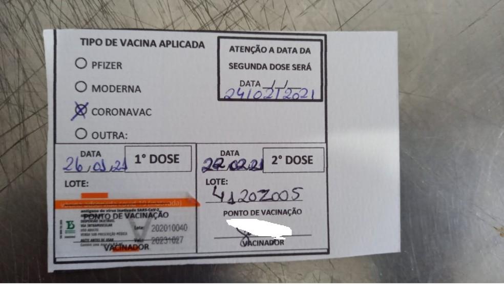 Comprovante de vacinação indica que n° de lotes aplicados são diferentes, dizem servidores da saúde em RO — Foto: Arquivo Pessoal