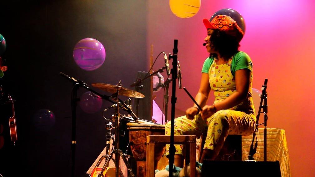 Espetáculo traz canções infantis e clássicos da música brasileira que marcaram a memória de várias gerações — Foto: Divulgação