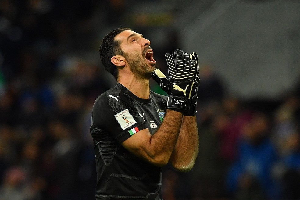 Buffon lamenta a Itália fora da Copa do Mundo de 2018 (Foto: Getty Images)