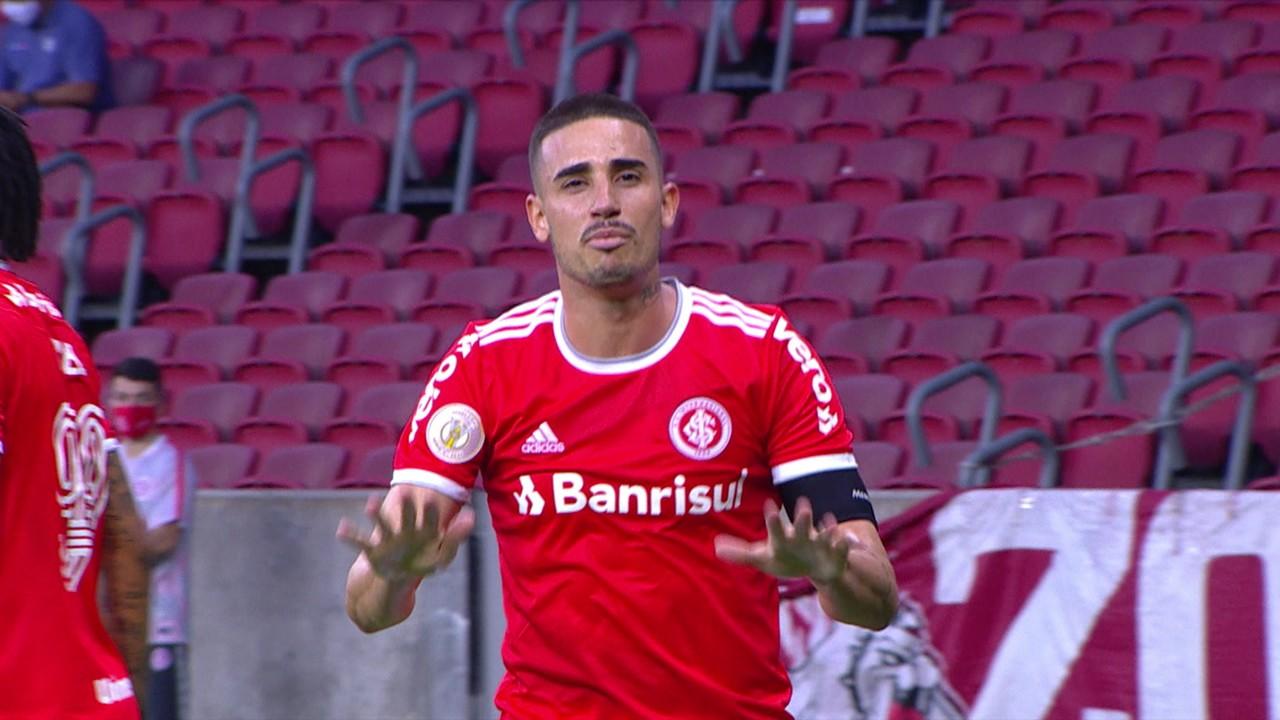 Gol do Internacional! Defesa do Flamengo erra mais uma vez, e Galhardo marca, aos 24 do 1º tempo