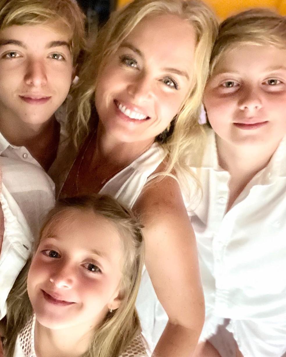 Angélica com os filhos Eva,  Joaquim e Benício — Foto: Reprodução/Instagram