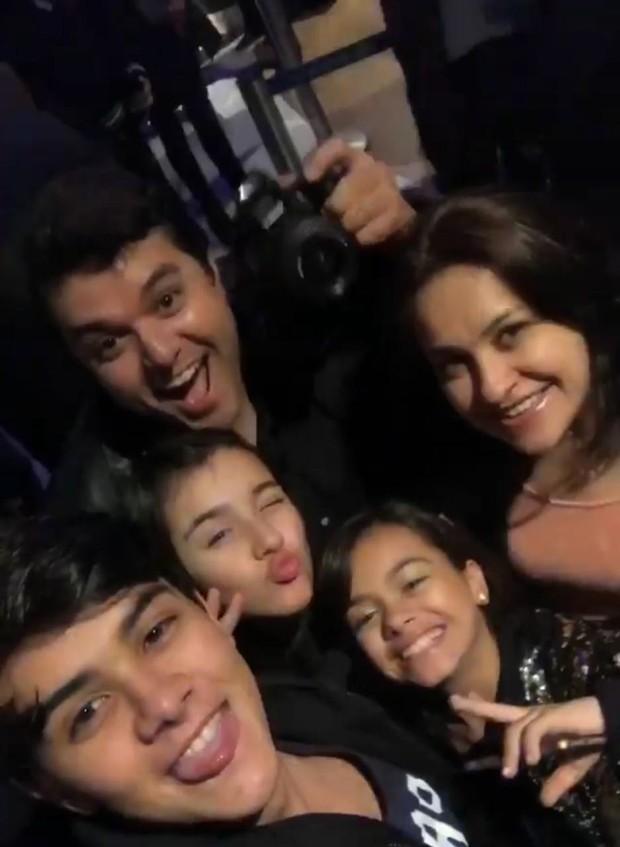 Victor Aguiar e a família (Foto: Arquivo Pessoal)