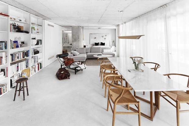 105 m² de integração: paredes vão abaixo para luz entrar neste apartamento   (Foto: FOTOS JOSÉ MANUEL FERRÃO )