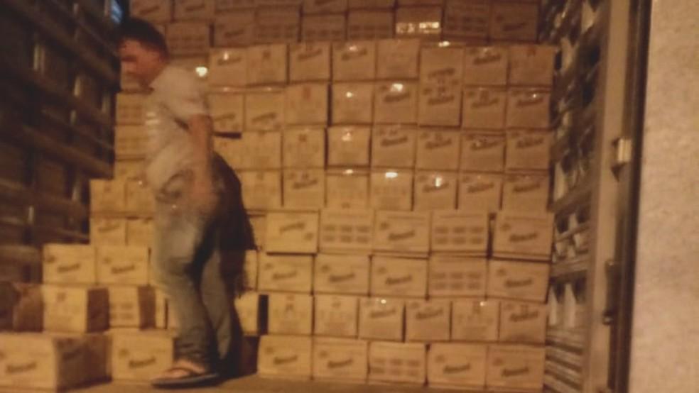 Carga com mais de 5 mil caixas de biscoito foi apreendida pela Secretaria da Fazenda, no Sertão da Paraíba — Foto: Sefaz-PB/Divulgação