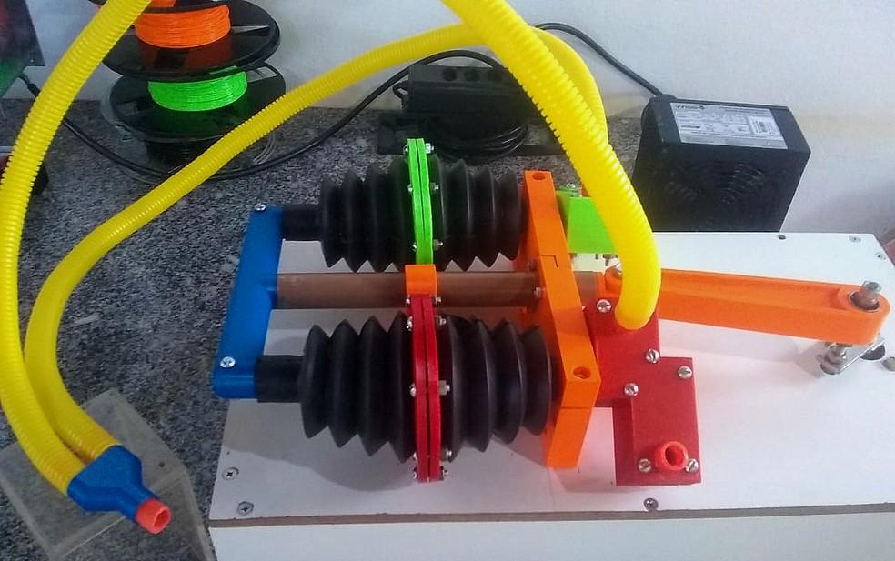 Professor de ciências de Batatais (SP) cria respirador mecânico com desentupidor de bia e impressora 3D — Foto: Carlos Renato da Silva/Acervo pessoal