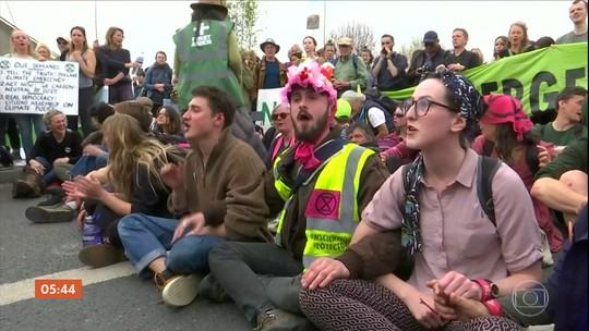 Ativistas são presos em Londres após protestos sobre mudanças climáticas