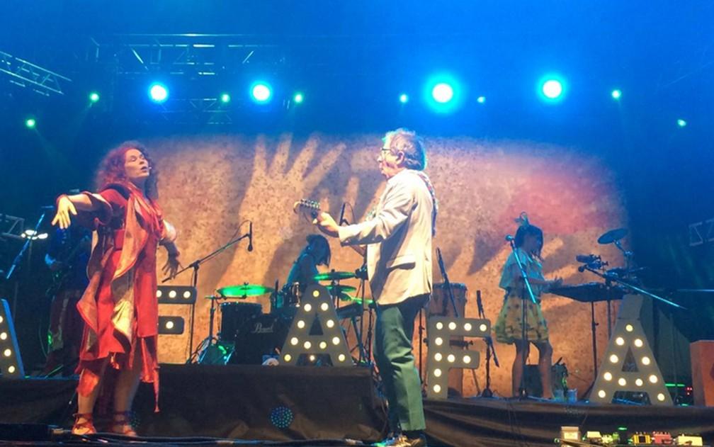 Dupla do Palavra Cantada se apresenta no palco do Anhangabaú na Virada Cultural 2019 — Foto: Rafaela Putini/G1