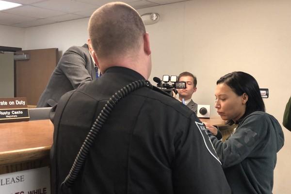 Naya Rivera no momento de sua prisão (Foto: reprodução/ Twitter)