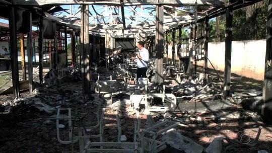 Incêndio destrói parte de escola em Atalaia