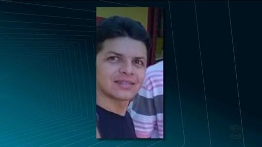 Enterro de paraibano confundido com criminoso no CE tem protesto com tacos de sinuca, em Patos
