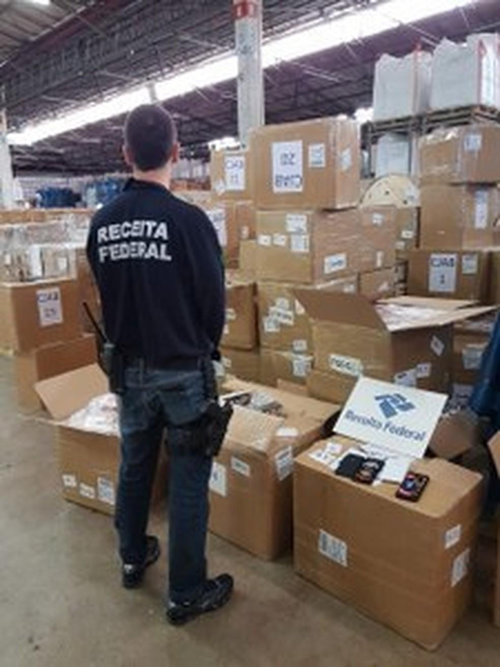 Receita Federal apreende carga avaliada em R$ 3 milhões em produtos falsificados em Jacareí (Foto: Receita Federal/ Divulgação)
