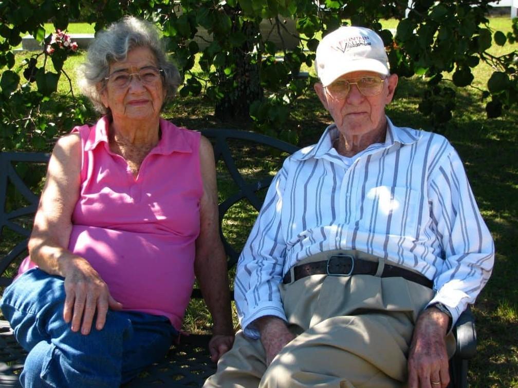 Marilyn Frances DeLaigle e Herbert DeLaigle, que foram casados por 72 anos e morreram com 12 horas de diferença — Foto: Reprodução/Facebook