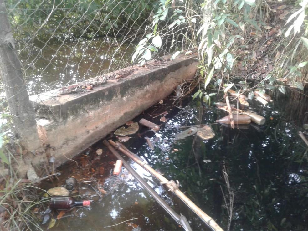 Barreira de concreto ajudou a protejer a nascente do córrego — Foto: Divulgação/Corpo de Bombeiros