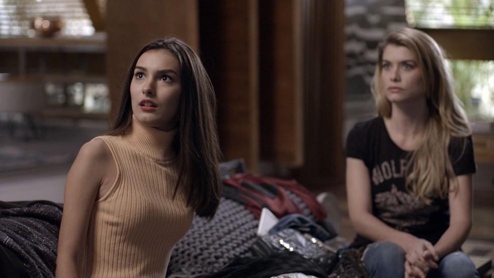 Yasmin fica chocada ao ver Mariane na casa de Lázaro (Foto: TV Globo)