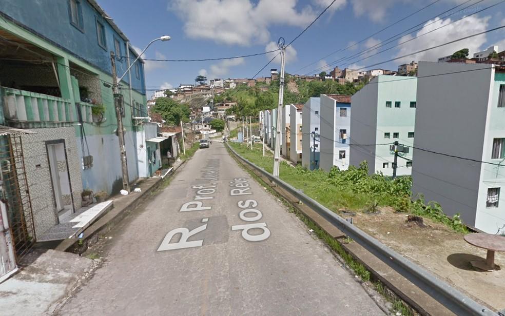 Rua Professor José Amarino dos Reis, no bairro da Linha do Tiro, no Recife — Foto: Reprodução/Google Street View