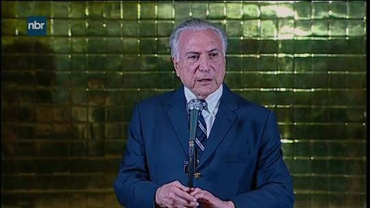 Temer telefona para Bolsonaro e diz que Brasil precisa de governo de 'paz' e 'harmonia'