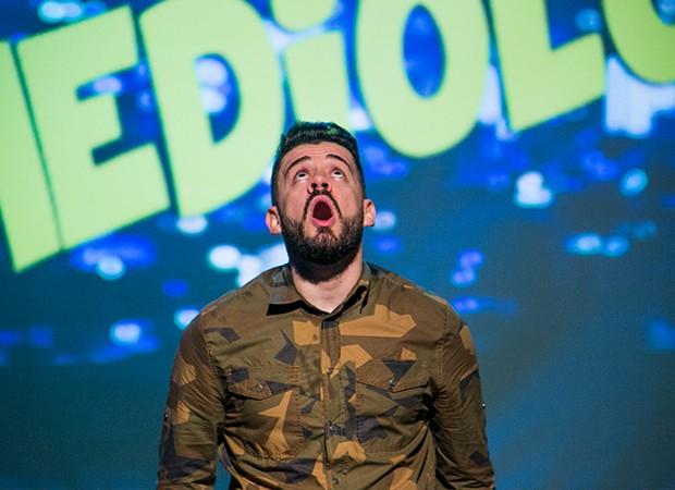 O espetáculo 'Comediologia', do ator e comediante André Massa (Foto: Fernando Rodrigues/ Divulgação)
