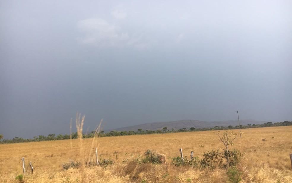 Pancadas de chuva foram registradas na região da Chapada dos Veadeiros (Foto: Vitor Santana/G1)