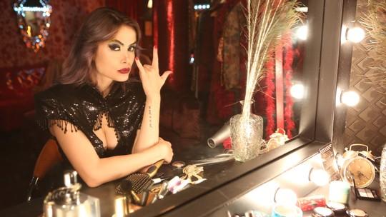 Maria Casadevall surpreende com voz afinada em 'Vade Retro'