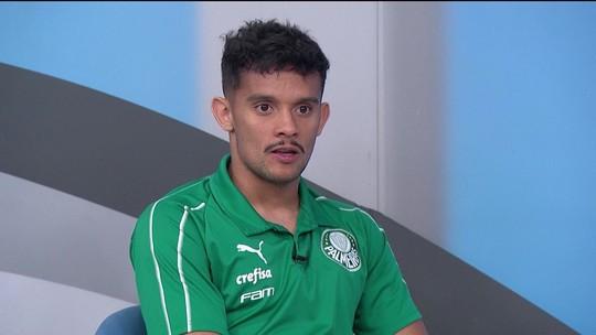 """Gustavo Scarpa conta diferença de Mano para Felipão no Palmeiras: """"Fica um pouco mais com a bola"""""""