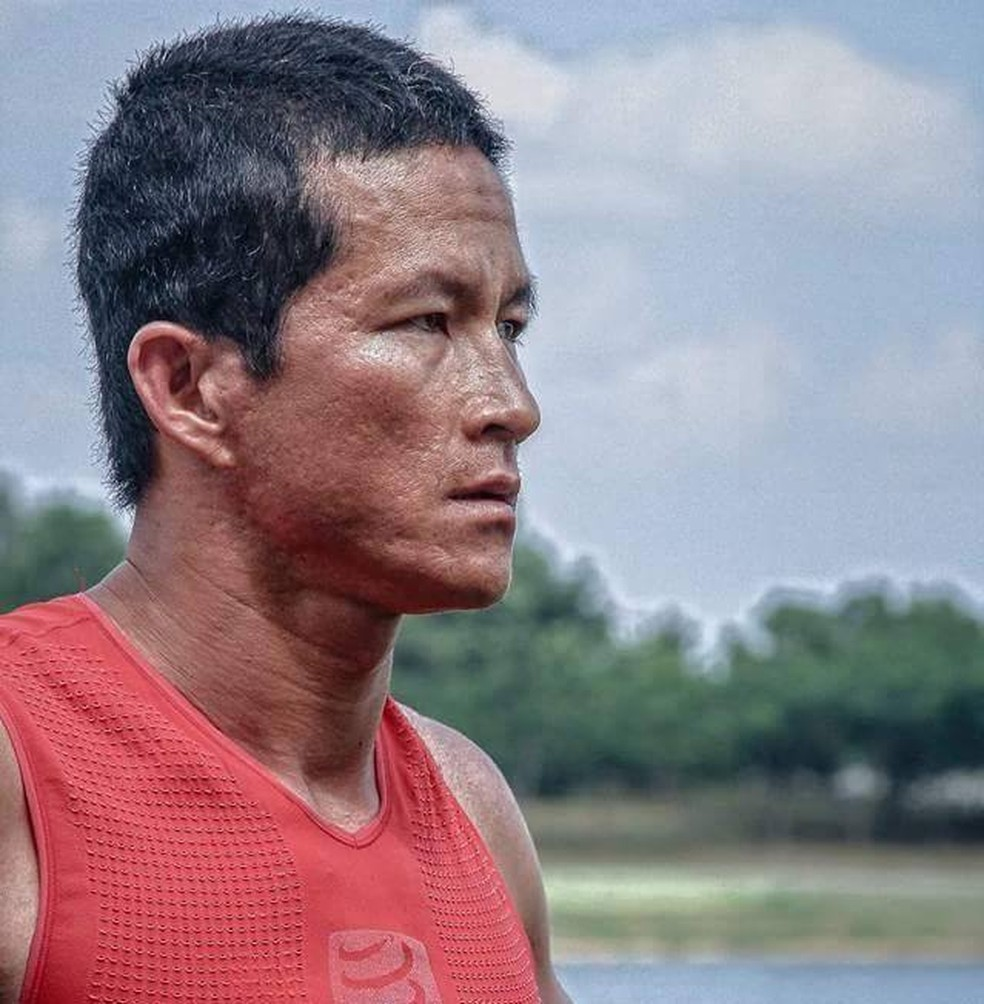 Militar da marinha e atleta de corrida de aventura, Saman Kunan morreu aos 38 anos ao levar suprimentos para grupo preso em caverna na Tailândia (Foto: Saman Kunan/Facebook)