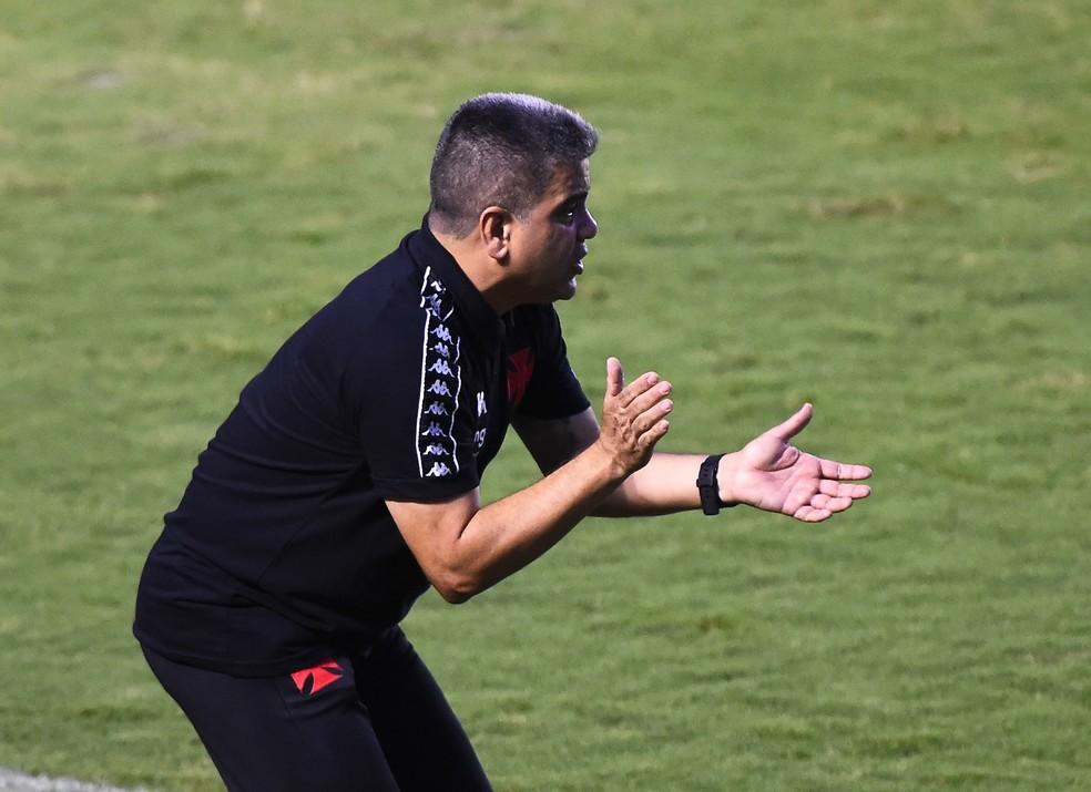 Marcelo Cabo estreou neste sábado, no empate contra o Nova Iguaçu — Foto: André Durão