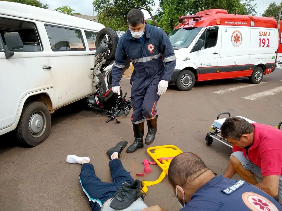 Motociclista foi socorrido pelo Samu com ferimentos considerados leves — Foto: Arquivo pessoal