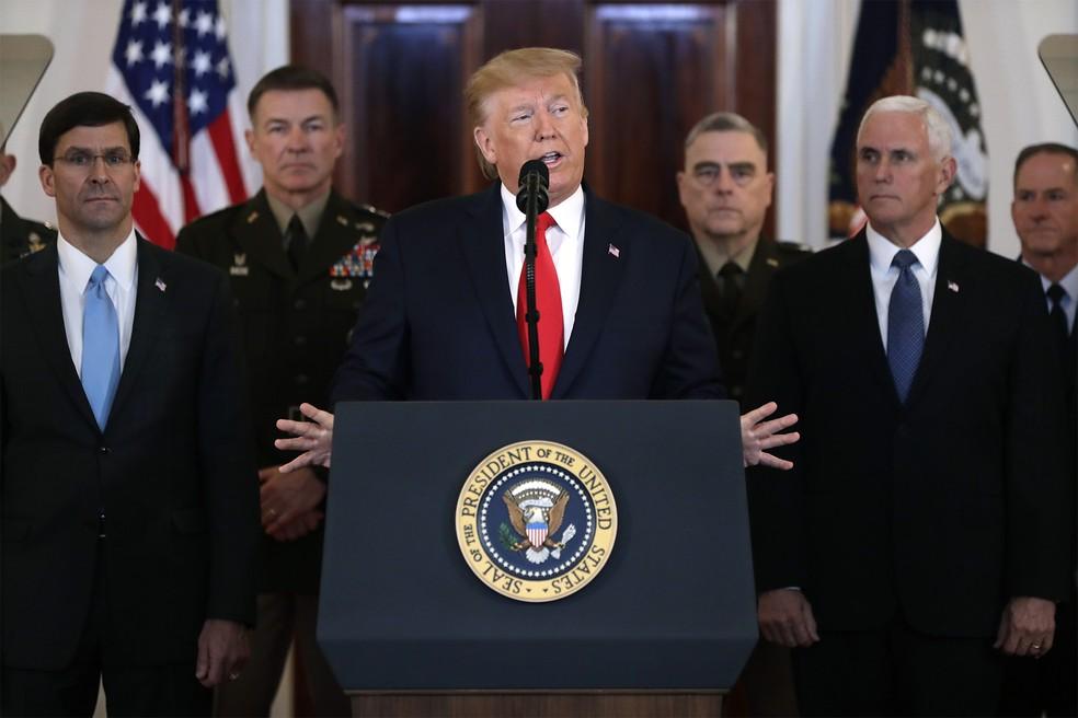 O presidente americano, Donald Trump, faz pronunciamento na Casa Branca após ataque iraniano a uma base militar no Iraque, resposta ao assassinato do general Qassem Soleimani — Foto: Evan Vucci/AP