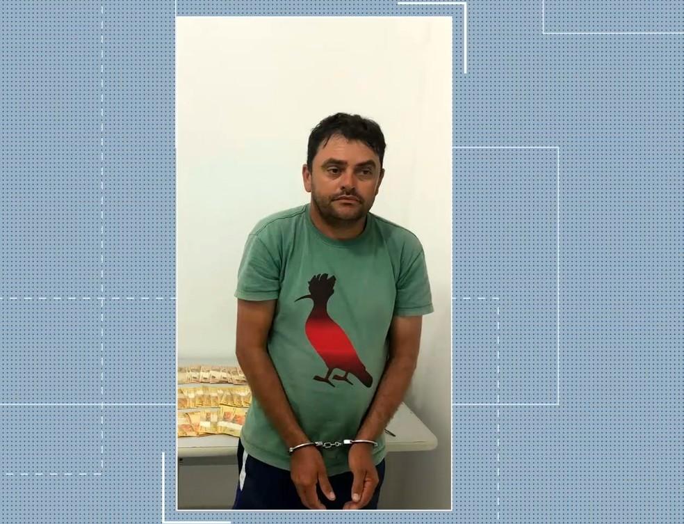Adilson de Jesus Gois foi preso em flagrante pela Polícia Civil comercializando drogas na Avenida dos Holandeses em São Luís (MA) — Foto: Reprodução/TV Mirante