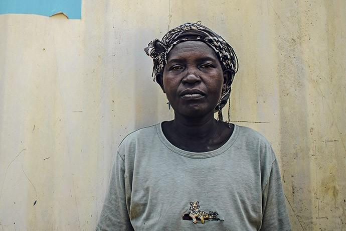 Mildrid Akot, 46 anos, perdeu o marido na epidemia de HIV de Uganda. Pouco depois, ela e os seis filhos passaram a ser assediados por pessoas que querem ficar com seu terreno (Foto: Giuliana Miranda)