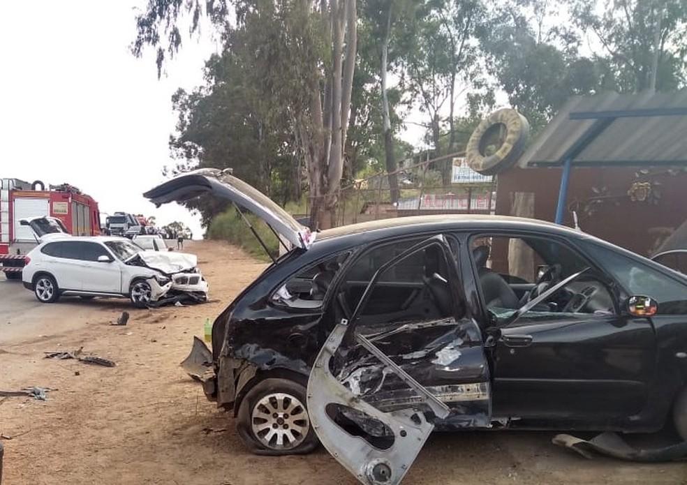 Acidente na altura do km 441 da BR-381 deixou seis pessoas feridas.  — Foto: Corpo de Bombeiros de Minas Gerais/Divulgação