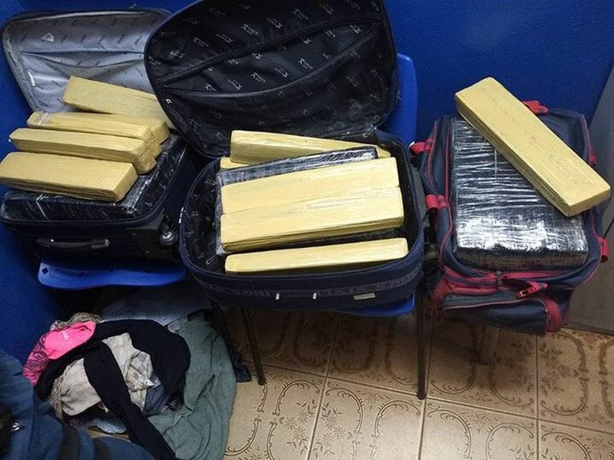 Mulher e adolescente são flagradas transportando 51 kg de maconha em ônibus em MS