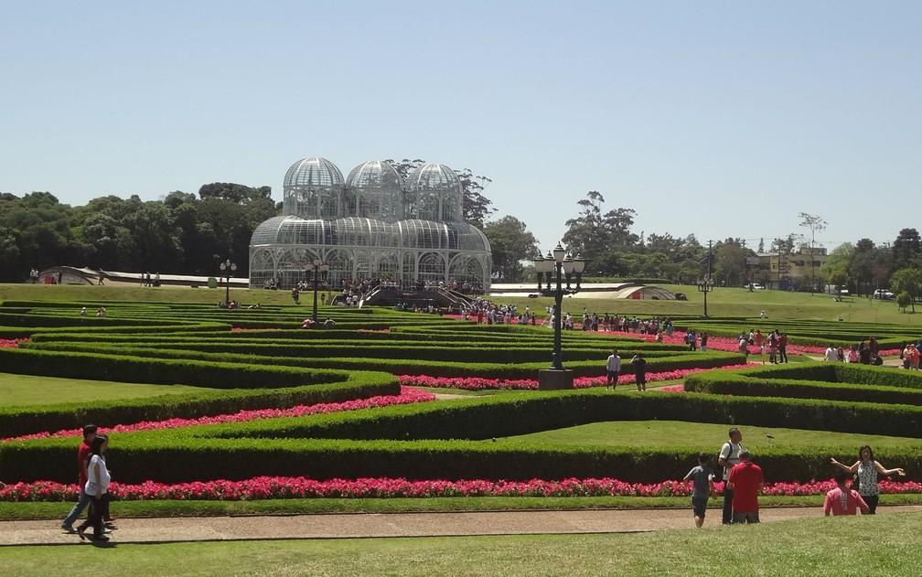Jardim Botânico é um dos maiores cartões postais de Curitiba  — Foto: Adriana Justi / G1
