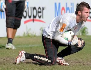 Para Paulo Victor, disputa no gol do Fla continua: 'Sei que tenho espaço'