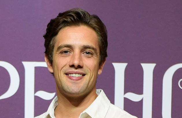 Já outros creem que, ao reencarnar, Danilo (Rafael Cardoso) apareceria como filho de Pedro, ou seja, neto de Margot (Irene Ravache) (Foto: TV Globo)