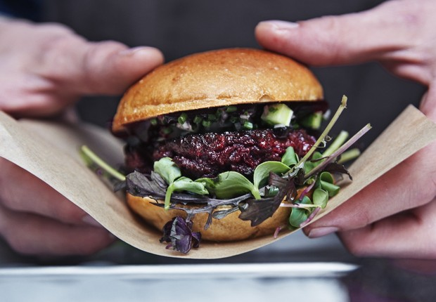 Hambúrguer de bicho-da-farinha. (Foto: Divulgação/Space10)
